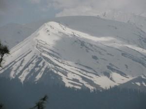Snow capped mountains, on the way to Gulmarg.
